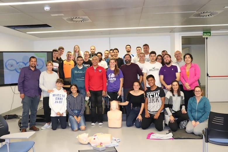 Hospitales San Roque da formación en reanimación cardiopulmonar a los árbitros de la Federación de Baloncesto en Gran Canaria